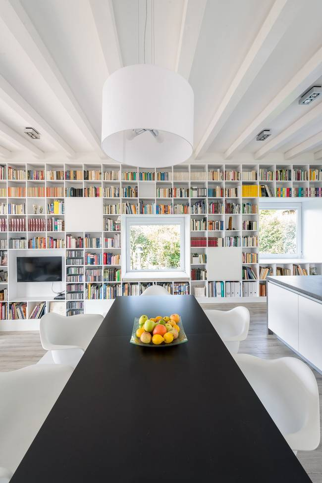 Casa_caramida_biblioteca_17_metri17
