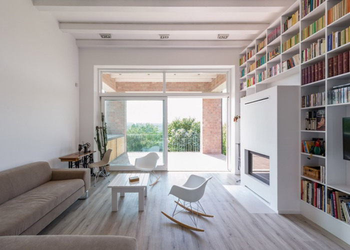 Casa_caramida_biblioteca_17_metri5